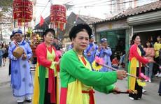 """Độc đáo nghi lễ rước """"cụ sống"""" ở Quảng Ninh"""