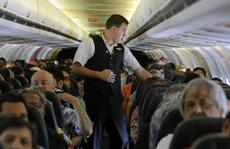 Tranh cãi chuyện 'boa'... trên máy bay