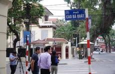 Nhiều phóng viên nước ngoài hiện diện bên ngoài Đại sứ quán Triều Tiên