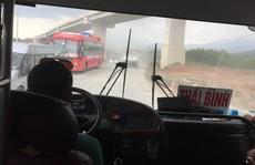 [eMagazine] - Những phút 'đối đầu' giữa tài xế xe khách chạy Tết với CSGT