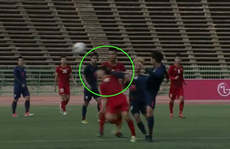 Clip: Trọng tài 2 lần lơ thẻ đỏ, U22 Thái Lan hòa may mắn U22 Việt Nam