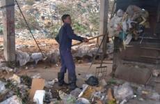 Nan giải với rác thải trên đảo