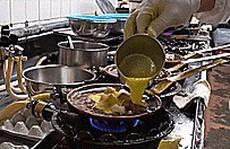 Nhà hàng Tokyo nổi tiếng trăm năm chỉ với cơm trứng và thịt gà