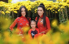 Lộ diện con gái xinh như hoa hậu của Trịnh Kim Chi trên phố Xuân