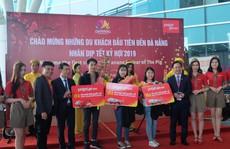 Đà Nẵng đón chuyến bay chở du khách Hàn Quốc đến 'xông đất'