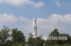 Mùng 2 Tết, khách hành hương đổ xô đến ngôi chùa có tượng Phật Bà cao nhất miền Tây