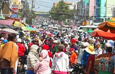Kẹt cứng đường vào ngôi miếu lớn nhất Việt Nam