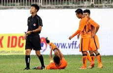 HLV lên tiếng về lý do cầu thủ U19 Đà Nẵng gãy chân khi đấu HAGL