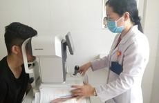 Thiếu niên 16 tuổi bị mù sau 3 tháng nhỏ thuốc mắt