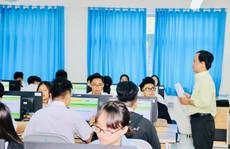 Trường đầu tiên tại TP HCM thi giữa kỳ bằng trắc nghiệm trên máy tính