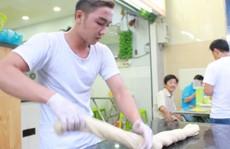 Quán mì kéo phong cách võ thuật Kungfu độc đáo ở TP HCM