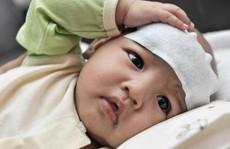 Những sai lầm chết người khi hạ sốt cho trẻ