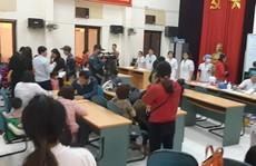 Nghi bị cho ăn thịt 'bẩn', hàng trăm học sinh mầm non được bố mẹ đưa đi xét nghiệm