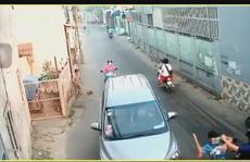Clip: Người đàn ông bị côn đồ tấn công kinh hoàng ở Hóc Môn
