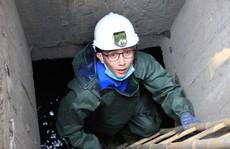 Người trẻ Sài Gòn chui xuống cống xem dưới đó có gì?