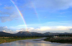 Hai em nhỏ mất tích trên dòng sông Đắk Bla