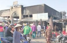 Cháy kinh hoàng đêm khuya, cả khu chợ ra tro