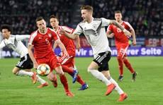 'Xe tăng' Đức suýt tuột xích trước Serbia trên sân nhà