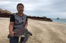 NHỮNG PHỤ NỮ VÌ CỘNG ĐỒNG (*): 'Bà mụ' của rùa biển Hòn Cau