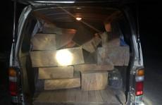 Chở gỗ không rõ nguồn gốc còn vi phạm luật giao thông