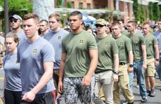 Thiếu quân, chính quyền Mỹ 'dụ' dân nhập ngũ