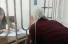 Xôn xao clip 'dân chui đầu qua lỗ' tại phòng tiếp dân UBND tỉnh Nam Định