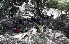 Khám phá núi Bà Đen, 2 người bị ong tấn công, gần chục người tham gia giải cứu
