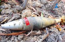 Mua cát về xây nhà thì tá hỏa phát hiện có quả bom