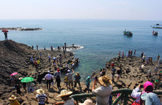 Đổ xô ra biển vui chơi, tránh nóng