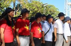 Đặc biệt lễ chào cờ ở Trường Sa của Việt kiều từ khắp nơi trên thế giới