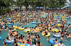 Bể bơi công cộng, điểm du lịch có thể là ổ dịch đau mắt đỏ