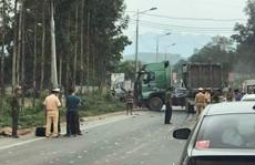 Xe đầu kéo va chạm kinh hoàng với xe khách, 5 người thương vong