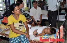 Vụ cháu bé bị phỏng nằm nhà chờ chết: Đã được đưa từ huyện lên tỉnh chữa trị