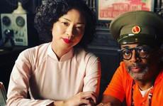 Đạo diễn thắng Oscar đăng ảnh Ngô Thanh Vân trên trường quay