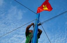 Một triệu lá cờ Tổ quốc cùng ngư dân bám biển: Tất bật cho chuyến đi dài