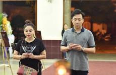 Chùm ảnh: Đồng nghiệp xót xa tiễn biệt nghệ sĩ Lê Bình