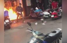 Bịt mặt đổ xăng đốt cửa hàng quần áo trị giá 500 triệu đồng của 'vợ hờ' cho hả giận