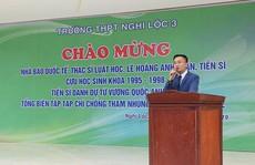 Hơn 1.200 học sinh nghỉ học đón 'nhà báo quốc tế, tiến sĩ' Lê Hoàng Anh Tuấn