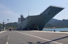 Đón 'đại bản doanh' trên biển của hải quân Úc đến Cam Ranh