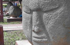 Từ trường bí ẩn bao phủ 10 pho tượng cổ 2.000 năm