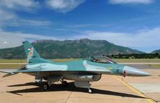 Máy bay chiến đấu đánh thức người dân tháng Ramadan