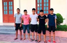Chủ quán cơm 'chỉ đạo' đàn em ném vỡ kính xe khách trong đêm