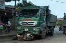 Xe 'hổ vồ' cán chết 2 người phụ nữ đi xe máy