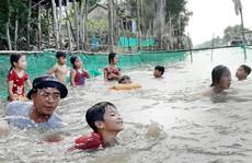 Anh Nhiều dạy trẻ học bơi miễn phí