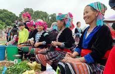 Hấp dẫn chợ phiên San Thàng