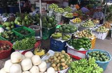 Giá thực phẩm tăng chóng mặt, tiểu thương nói 'Tết mà!'