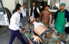 Đánh bom kinh hoàng, trẻ em bị thương la liệt