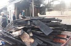 Cơ sở kinh doanh gỗ ở quận 12 bùng cháy lúc rạng sáng