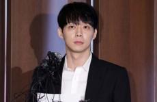 'Hoàng tử gác mái' Park Yoo Chun bị cấm sóng trên MBC