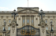 Bị bắt vì leo rào vào cung điện Nữ hoàng Anh